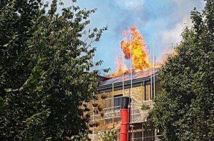 Tűz egy londoni építkezésen